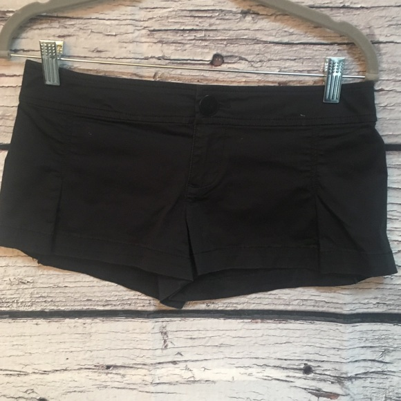 Guess Jeans Black Stretchy Short-Shorts. Size:24